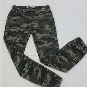 🔴 HOT ITEM!!! Boys Levi's Camouflage Joggers